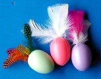 Oeufs de Pâques à plumes  dans Fabrication objet divers oeuf